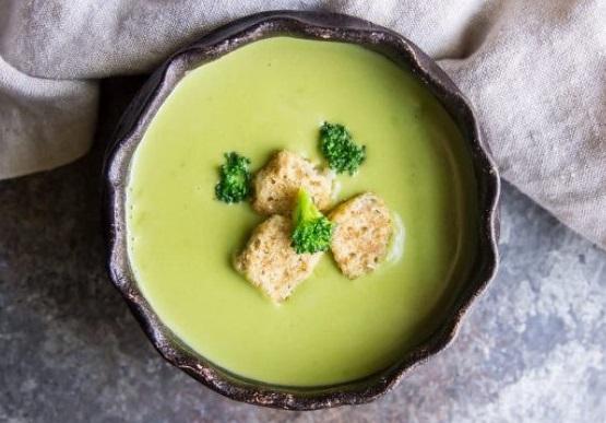 Crema de brócoli con aroma de albahaca
