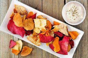 Chips vegetales con raita